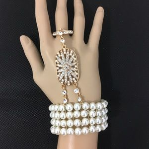 Jewelry - Slave bracelet. Pearl and crystals. Gold tone